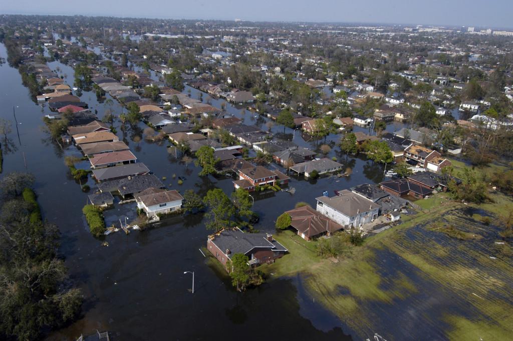 Billedet er taget fire dage efter Katrina gik i land. Store dele af byen stod under vand. U.S. Navy photo: Gary Nichols.